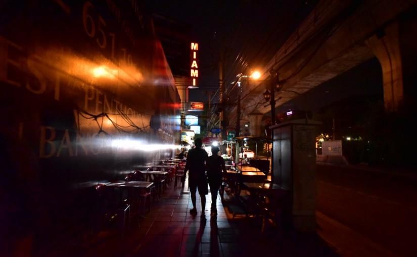 ストリートがバーになる、露店街になるアソーク周辺 #オジ旅PR