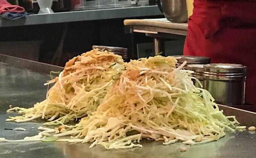 キャベツもりもりなお好み焼きと広島レモンハイボールのステキな関係 #オジ旅PR #広島レモン #ご当地ハイボール