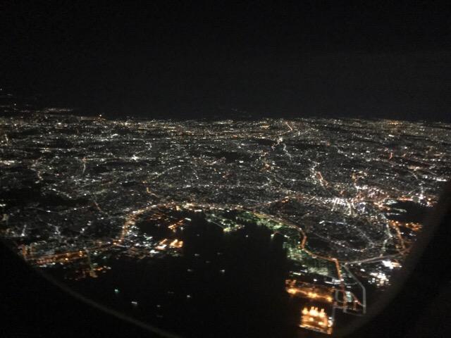 南シナ海を夜間飛行。夜のフライトは時々目を覚ましながら #オジ旅PR #新日本焼肉党 #マレーシア