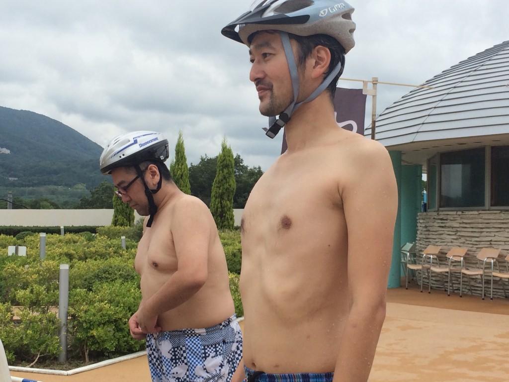 スパリゾートハワイアンズで裸にヘルメット