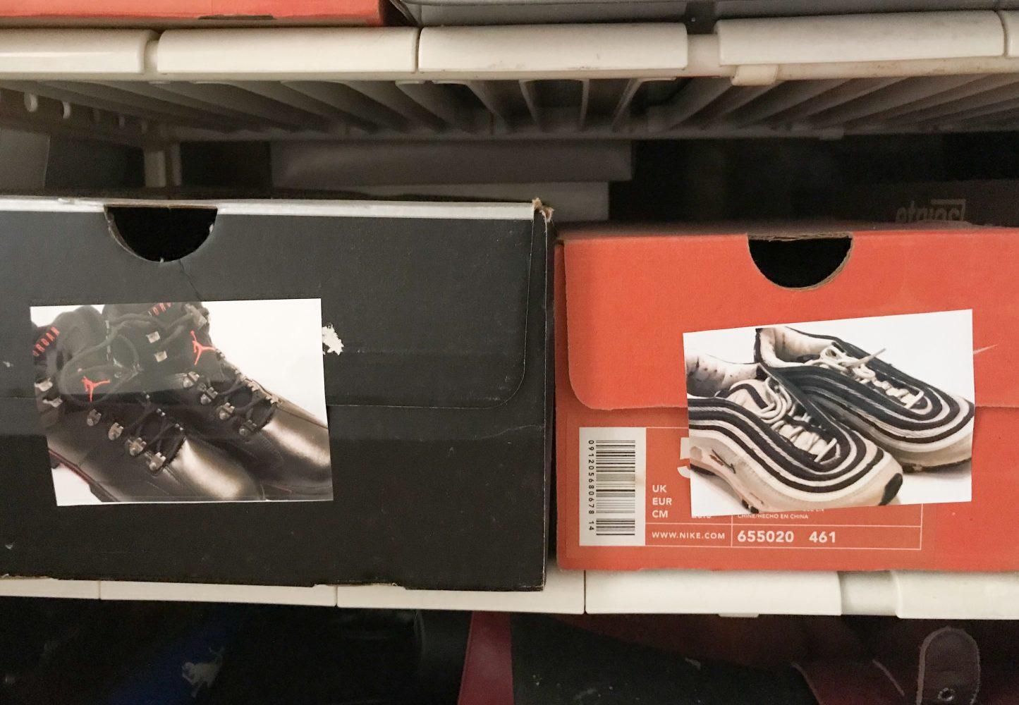 靴箱にローソンシールプリント